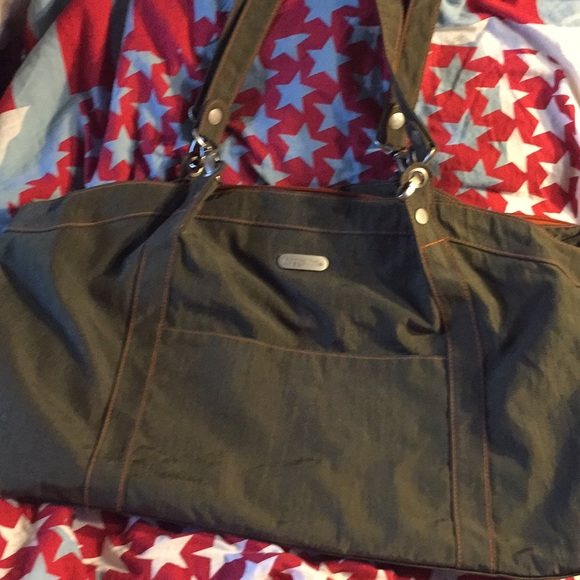 Baggallini Handbags - Baggallini large army green tote purse carry on